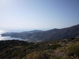 vue sur le village et mylopota beach