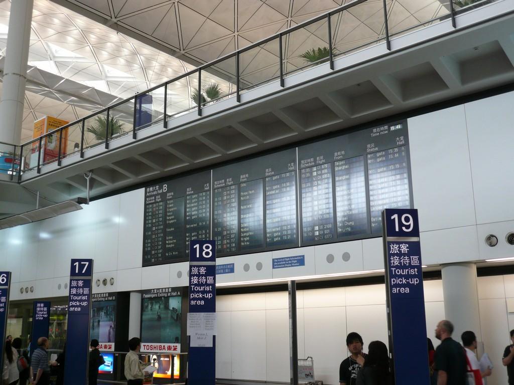 Aéroport : tableau des arrivées