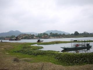 rivière et bac à coté de Yangchun